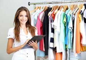 Ile zarabia stylista ubioru