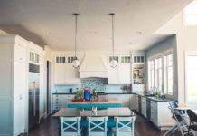 Skompletuj niezbędniki do nowej kuchni: czajnik, opiekacz, blender